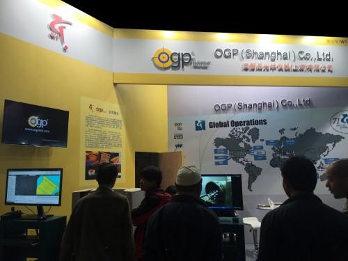 绿色展位奥智品光学仪器(上海)有限公司   18B10018L